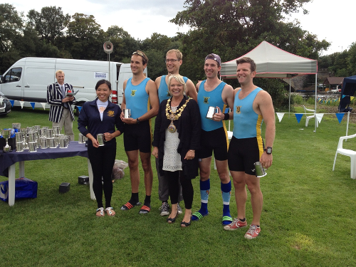 The Cambridge 99 crew receive their prizes from Moira Grainger, Mayor of Warwick